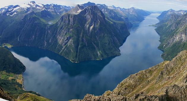 Viser «Havet brenner» ved Hjørundfjorden