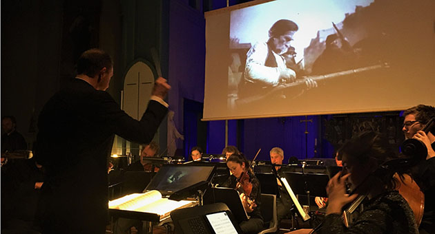 Uforglemmelig stumfilmkonsert i Hjørundfjord