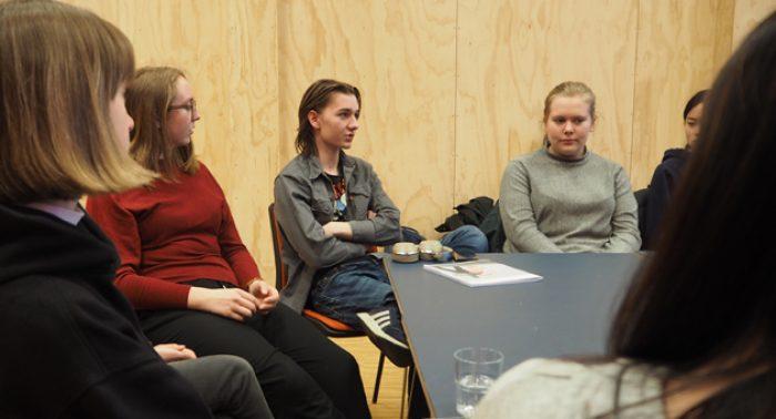 Ungdom lager filmklubb på Vega scene